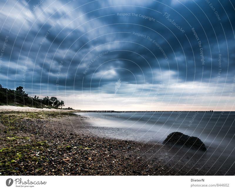 Donnerwetter Strand Meer Landschaft Sand Wasser Himmel Wolken Gewitterwolken Horizont Küste Ostsee Stein blau braun schwarz weiß Kühlungsborn