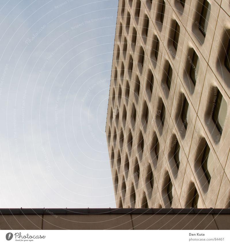 Die 50: Das Vormittags-Gericht Himmel Freude ruhig Fenster grau Fassade modern Perspektive Anschnitt Siebziger Jahre Jubiläum Achtziger Jahre majestätisch Gebäudereiniger