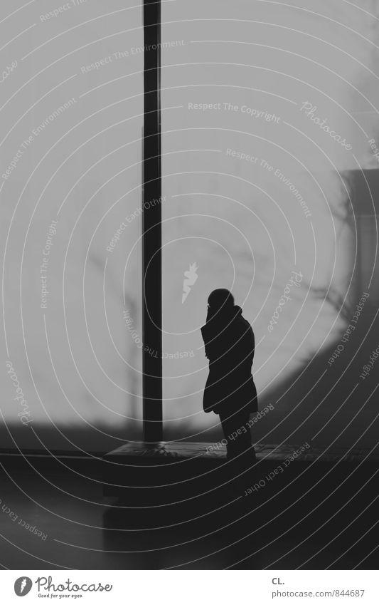telefonat Mensch maskulin Mann Erwachsene Leben 1 stehen Telefongespräch Identität Ferne Sitzgelegenheit Silhouette Innenarchitektur Schwarzweißfoto