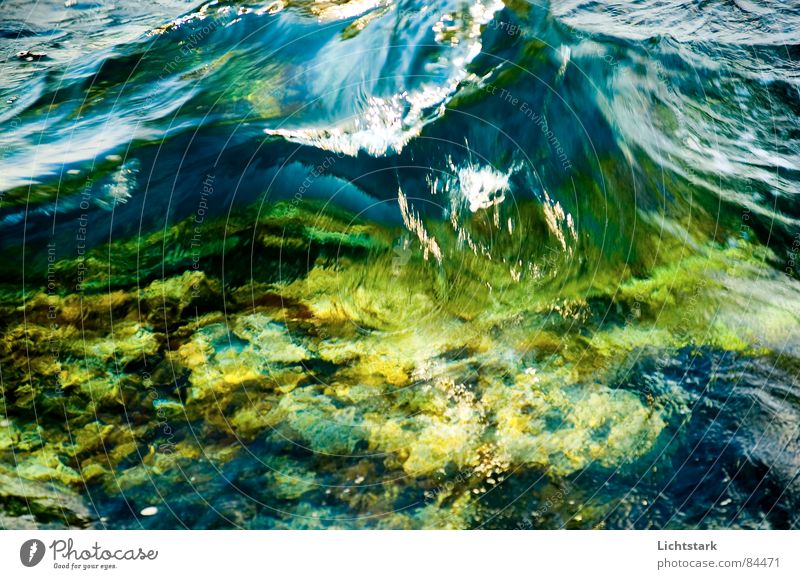 welle Wasser Meer grün Ferien & Urlaub & Reisen ruhig Farbe Frühling Kraft Wellen Energiewirtschaft Bach Grünfläche Sturzbach Wasserschwall bernsteinfarben