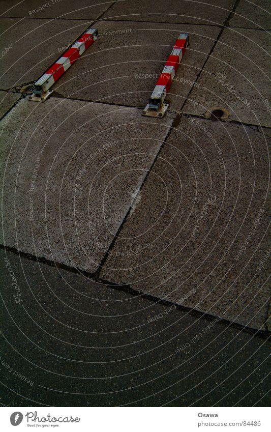Feuerwehrzufahrt Stadt rot Erholung Straße Wege & Pfade Metall liegen Asphalt Bürgersteig Verkehrswege Stahl Straßenbelag Stab Bodenplatten ruhen