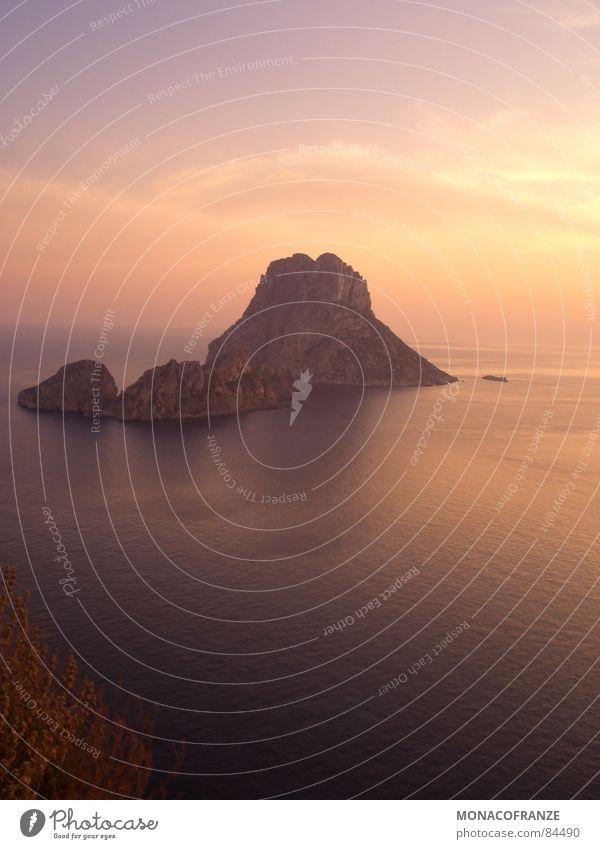 A bisserl was geht immer Sonne Meer Sommer Freude Ferne Berge u. Gebirge laufen Kitsch genießen Sonnenbad Abenddämmerung Clown Mittelmeer Sonnenaufgang Ibiza Badestelle