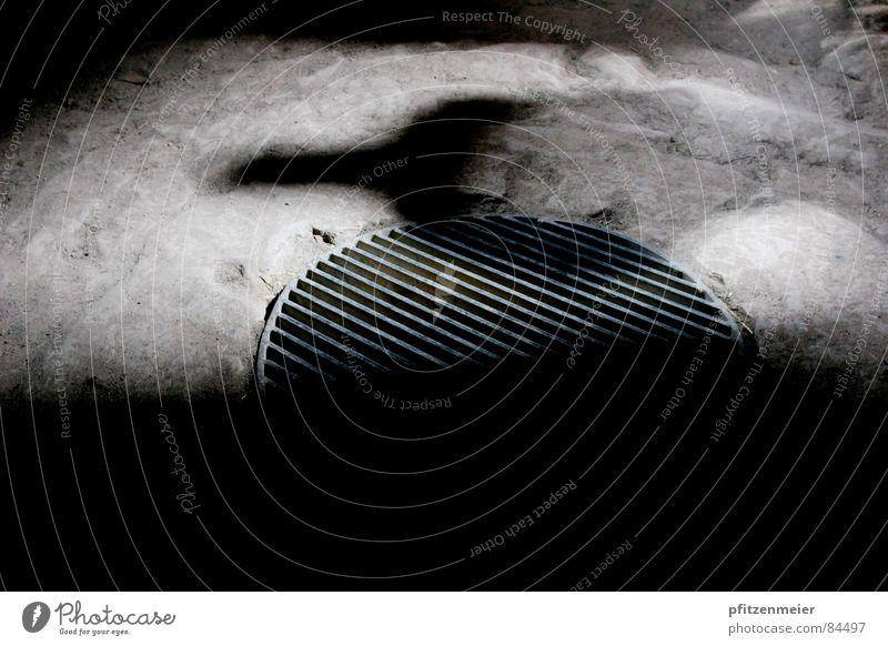 Schatten Mensch Angst Kunst geheimnisvoll Panik mystisch Gully Höhle Kunsthandwerk Schattendasein