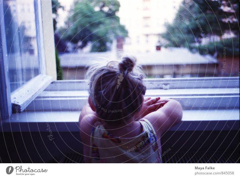 rausschaun Mensch feminin Kind Kleinkind Mädchen Familie & Verwandtschaft Kindheit 3-8 Jahre Sonne Denken entdecken träumen Traurigkeit Hoffnung Inspiration