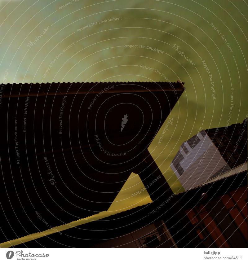 spaceship thirtytwo Vordach Wellblech Dach Haus Nacht Hinterhof Brandmauer Prenzlauer Berg Gelände Lagerhalle verfallen Einsamkeit Astronaut Dachschräge NASA