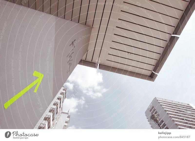 dachterrasse Stadt Hochhaus Graffiti Pfeil Häusliches Leben aufwärts Erfolg Pfeile Richtung Himmel (Jenseits) Farbfoto Außenaufnahme Froschperspektive