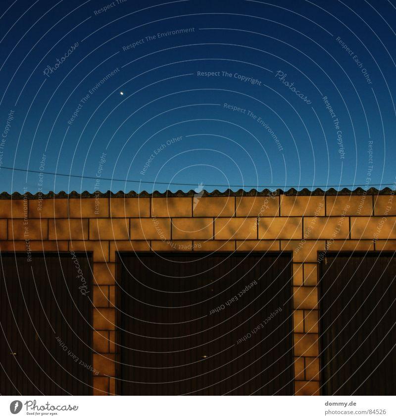 a star ist born Anschnitt Born Garage Nacht dunkel Verlauf braun 3 Langzeitbelichtung geboren Himmel Fliesen u. Kacheln Tor Kabel Punkt Stern