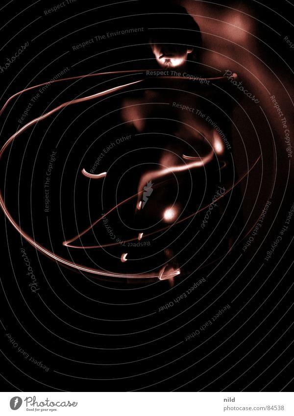 Körper und Kosmos dunkel Langzeitbelichtung Lichtstreifen braun mystisch Strukturen & Formen abstrakt Lichtspiel Schattenspiel schwungvoll