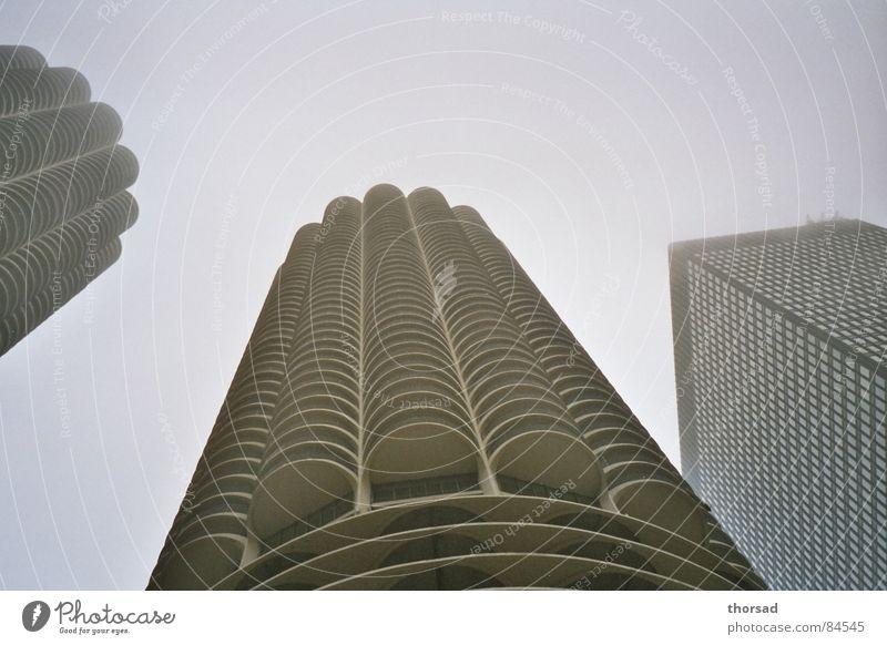 marina chicago Maiskolben Illinois Chicago Lake Michigan Wasserfahrzeug Wohnung Hochhaus Gebäude Haus Nebel diffus kalt geschmackvoll grau hart unten rund ruhig