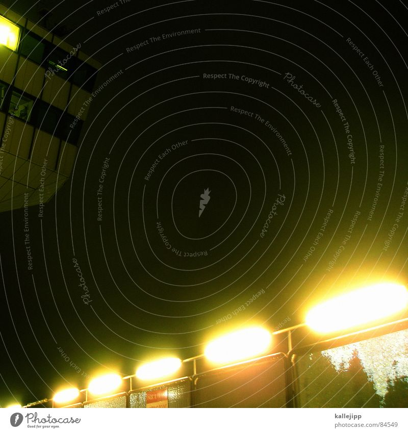 tegel 2 Fluglotse Flugzeug Flugsicherheit Überwachung Radarstation Orientierung Flugplatz Licht Lampe Nacht Flughafen pasagiermaschiene Luftraum überblicken