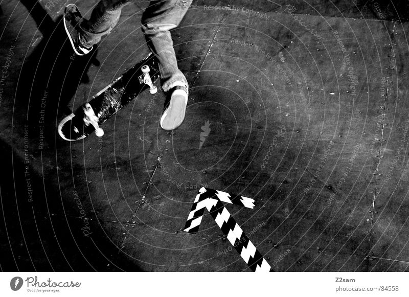 arrow - 360 Flip Halfpipe gestreift Muster Holz springen Aktion Sport Skateboarding Stil lässig Salto Funsport geklebt Pfeil Ollie Parkdeck sportlich Bewegung
