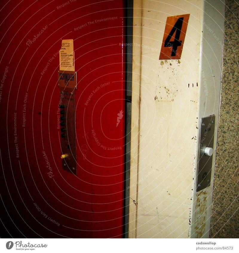 schindlers lift weiß rot Industrie Schweiz Ziffern & Zahlen 4 Etage Fahrstuhl Mitarbeiter Knöpfe Schalter Hersteller