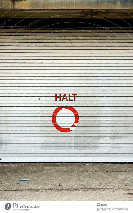 HALT *400* rot Stil Schilder & Markierungen kaputt Bodenbelag einfach Asphalt Buchstaben stoppen Tor Hinweisschild Typographie Wort Garage Halt Teer