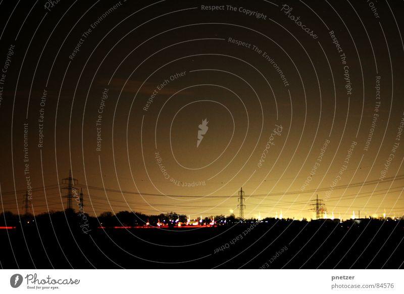 Nachtschicht II rot schwarz Straße dunkel Traurigkeit Horizont Verkehr Energiewirtschaft Elektrizität Kabel trist Industrie Baustelle Fluss Skyline Autobahn
