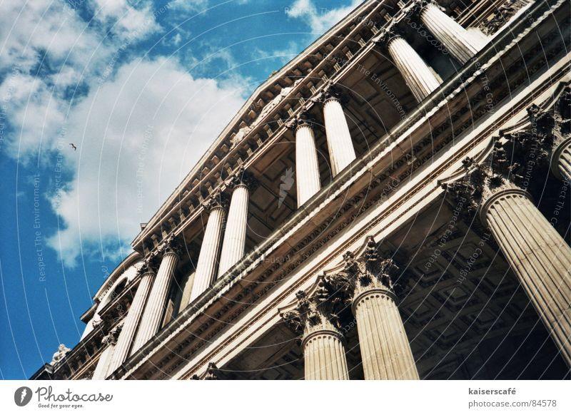 himmelhoch Himmel Wolken Religion & Glaube Perspektive Säule London Hauptstadt Kathedrale Gotteshäuser Kirche Himmelszelt Firmament