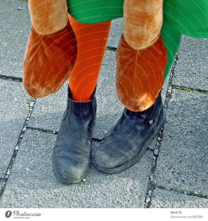 foot luck™ - die Serie - part 2 Fußpfleger Schuhsohle Schuhe Spaziergang Strümpfe Pippi Langstrumpf grün Bürgersteig stehen Bekleidung Sozialer Dienst Freude