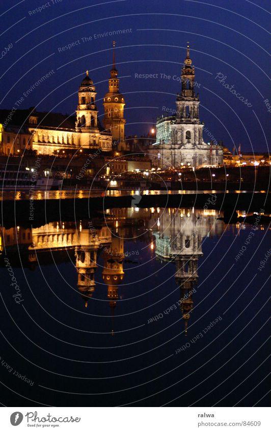 Dresden by Night Wasser Sommer Nacht Elbe Hofkirche freihändig