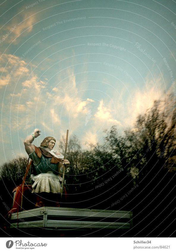 Der Donnergott auf Reisen Mensch Himmel blau grün Baum rot Sonne Wolken dunkel Straße grau PKW Metall hell Verkehr Geschwindigkeit