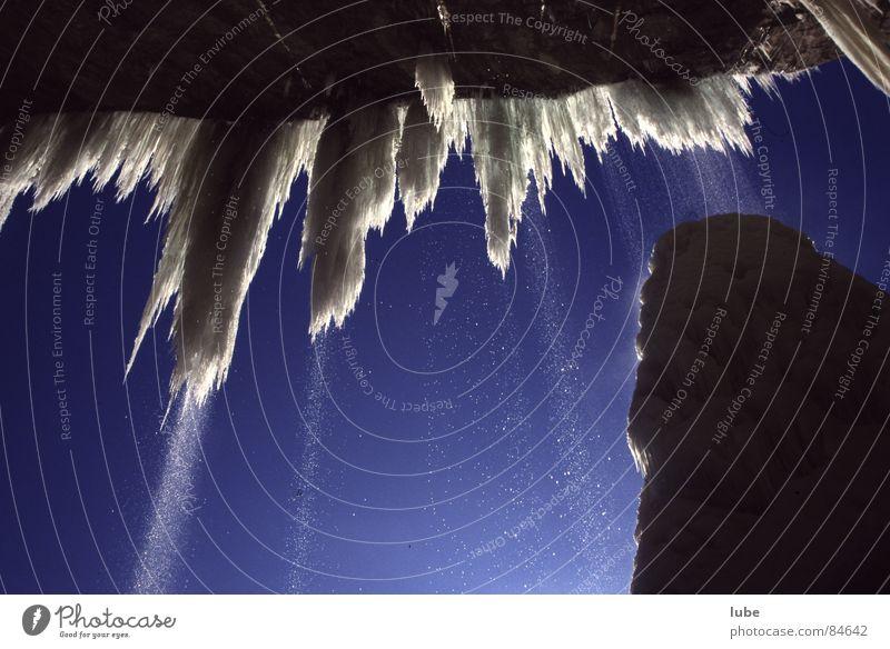 Eiszapfen Winter kalt Schnee frisch kühlen schmelzen tauen grausam Kühlmittel