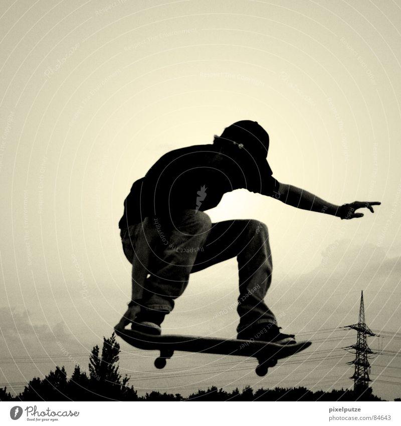 über dem strommast lalalala... Himmel Baum schwarz gelb Sport springen Spielen Bewegung Freiheit fliegen Energiewirtschaft Elektrizität Freizeit & Hobby
