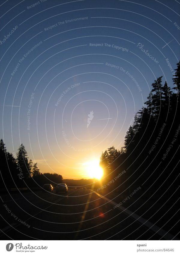 Gegenlicht Natur Himmel Baum Sonne Ferne Straßenverkehr Horizont Verkehr Geschwindigkeit Perspektive Luftverkehr Aussicht Autobahn Fahrzeug Abenddämmerung
