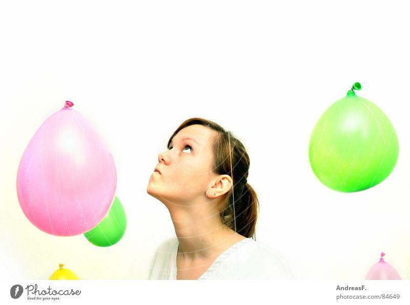 Wunderwelt I Frau Himmel weiß Freude Farbe Auge Spielen träumen hell Ausflug verrückt Luftballon rein Lebensfreude blasen Rauschmittel