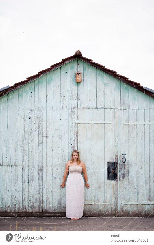 3 Mensch Jugendliche Junge Frau 18-30 Jahre Erwachsene Wand feminin Mauer Fassade Hütte türkis Holzwand maritim