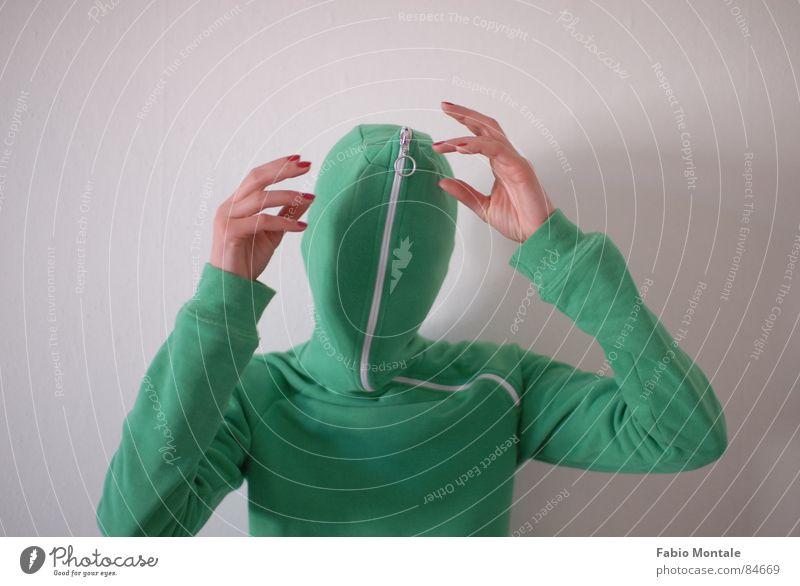 schliessen/öffnen (4/7) Fingernagel Fotoserie schließen aufmachen Reißverschluss grüne jacke Abfluss