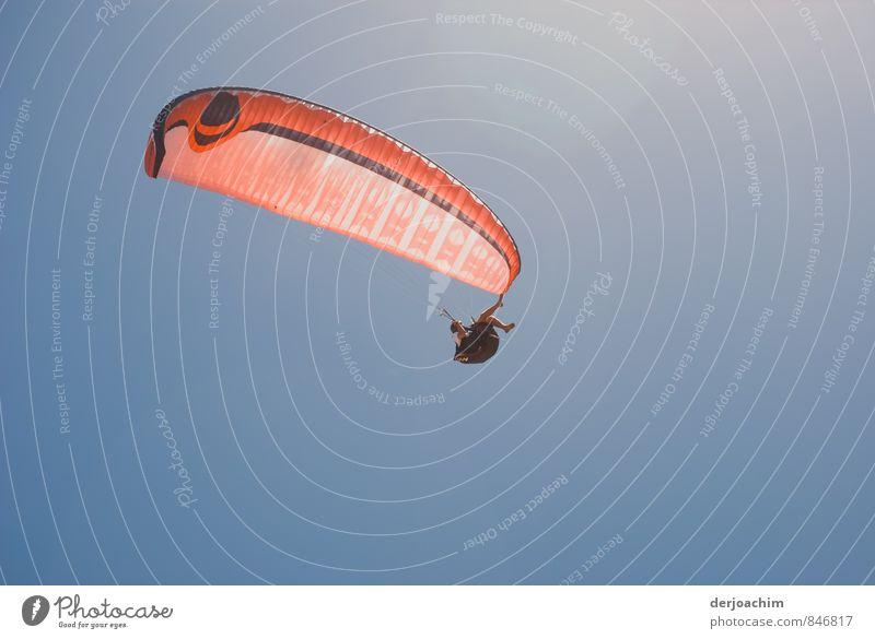 Die Welt von oben Mensch Ferien & Urlaub & Reisen Jugendliche Sommer Erholung rot 18-30 Jahre Erwachsene Bewegung Sport außergewöhnlich fliegen Luft sitzen