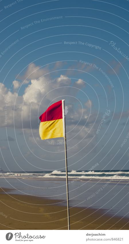 bizarr/Halt, nur bis hier Badegebiet Himmel Wasser Sommer Meer rot Landschaft Strand gelb Schwimmen & Baden Gesundheit Sand Freizeit & Hobby Ordnung Hinweisschild Schönes Wetter beobachten