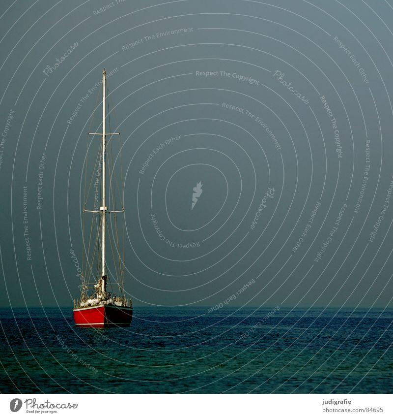 Ruhe See Wasserfahrzeug Segelboot rot Anker ruhig Ferien & Urlaub & Reisen Liegeplatz Ankerplatz Schifffahrt Spielen Frieden Meer Himmel Ostsee Erholung