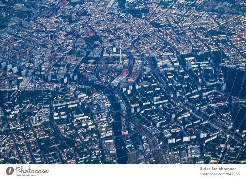 Kreuzweise | Quer Stadt Straße Wege & Pfade Gebäude Berlin fliegen modern Luftverkehr Hochhaus Perspektive Platz planen Bundesadler entdecken unten Verkehrswege