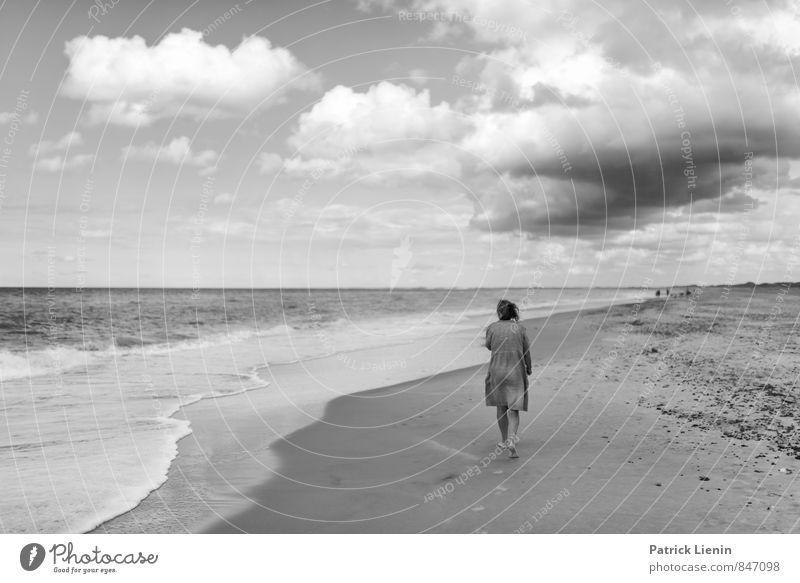 Beach Day Mensch Frau Ferien & Urlaub & Reisen Sommer Erholung ruhig Ferne Erwachsene Leben Senior feminin Stil Gesundheit Freiheit Lifestyle Zufriedenheit