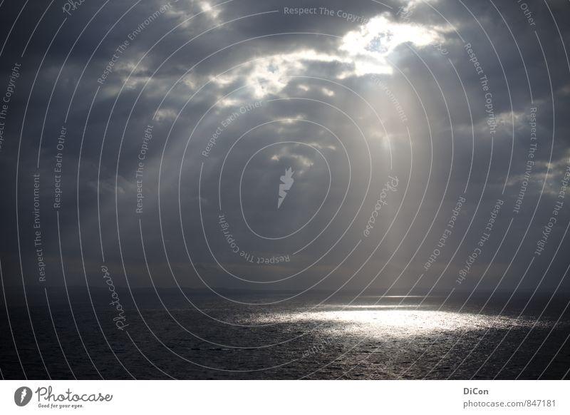 Himmlischer Beistand Wasser Meer Wolken grau Religion & Glaube Wetter leuchten bedrohlich Macht Schutz Hoffnung Glaube Inspiration Optimismus schlechtes Wetter