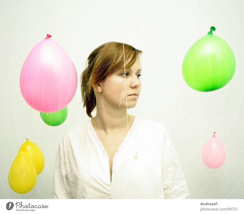 Wunderwelt IV Luftballon mehrfarbig weiß Frau Porträt staunen blasen erstaunt Spielen Rauschmittel verrückt Zopf rein Alkoholisiert Neugier Blick Märchen