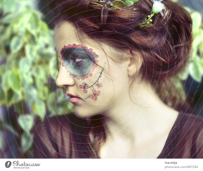 ~ Mensch Kind Jugendliche Pflanze Junge Frau Blume 18-30 Jahre Umwelt Erwachsene feminin Haare & Frisuren 13-18 Jahre Tattoo Karneval brünett Künstler
