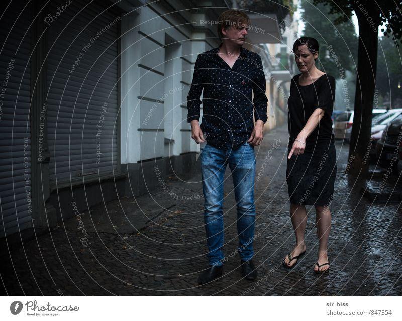 Mach das weeeeg! Mensch Frau Mann alt kalt Erwachsene Wand Traurigkeit Liebe sprechen feminin Berlin Mauer Paar gehen maskulin