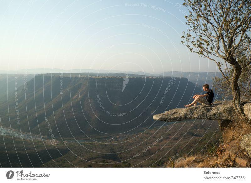 rutschfest Mensch Himmel Natur Ferien & Urlaub & Reisen Mann Sommer Sonne Baum Erholung Landschaft Ferne Umwelt Erwachsene Berge u. Gebirge Freiheit Horizont