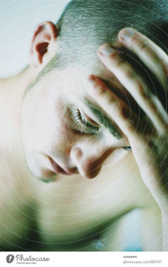 trotzdem so gut Haut Gesicht maskulin Junger Mann Jugendliche Erwachsene Auge 1 Mensch 18-30 Jahre Denken Blick träumen warten nah Stimmung ruhig Enttäuschung