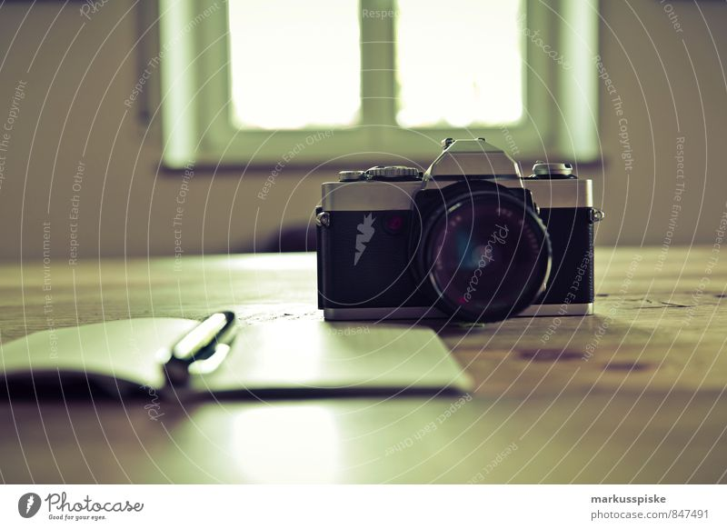 neourban hipster office 3.0 Mensch Jugendliche Junger Mann Stil Arbeit & Erwerbstätigkeit Lifestyle elegant Büro Design Tisch Beruf Fotokamera trendy trashig