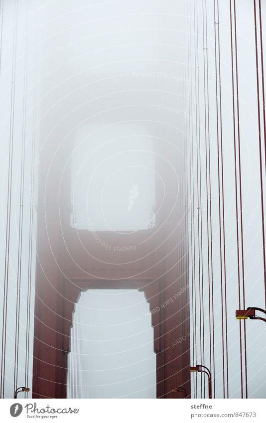Trübe Aussichten Nebel San Francisco USA Kalifornien Sehenswürdigkeit Wahrzeichen Brücke außergewöhnlich gruselig Golden Gate Bridge Thriller Farbfoto