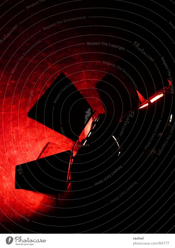 rouge et noir rot schwarz dunkel hell 2 Stimmung Angst Musik Dinge Bodenbelag Show Baustelle Veranstaltung gruselig Konzert Club