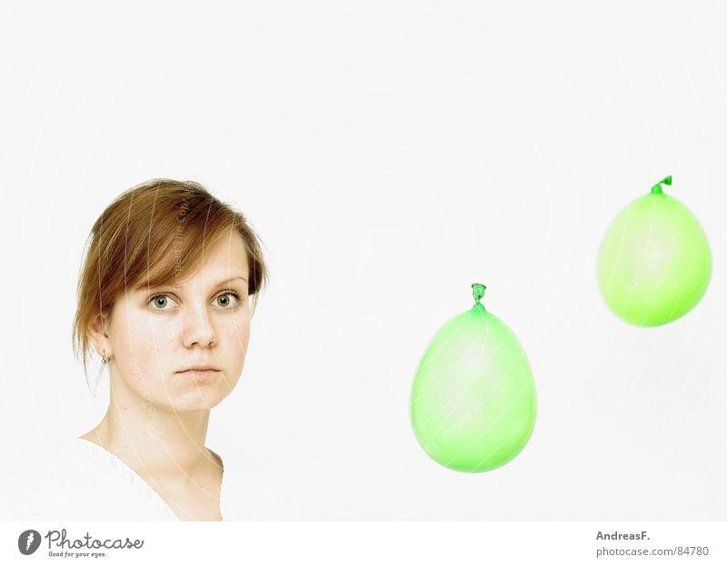°° oo Luftballon mehrfarbig weiß Frau Porträt staunen blasen erstaunt Spielen Rauschmittel verrückt Zopf rein Alkoholisiert Märchen Erfinden ernst Philosophie