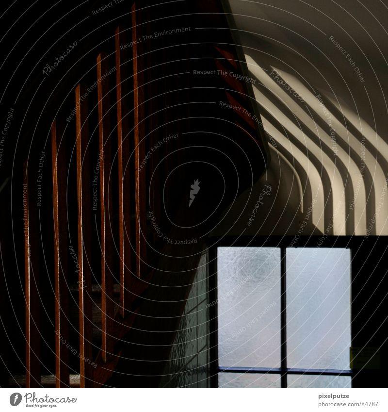 knick in der wand Gebäude Licht Sonne Sonnenlicht Sonnenstrahlen Treppenhaus Raum Tür Fenster Glasscheibe Haus Wohnung Lichtspiel Quadrat Fensterscheibe dunkel