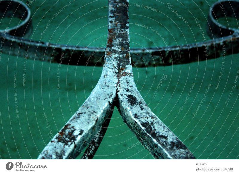 kraftprobe grün kalt Metall Linie Feste & Feiern Eis frei Macht verfaulen Brunnen verfallen Mitte historisch Geländer stark Rost