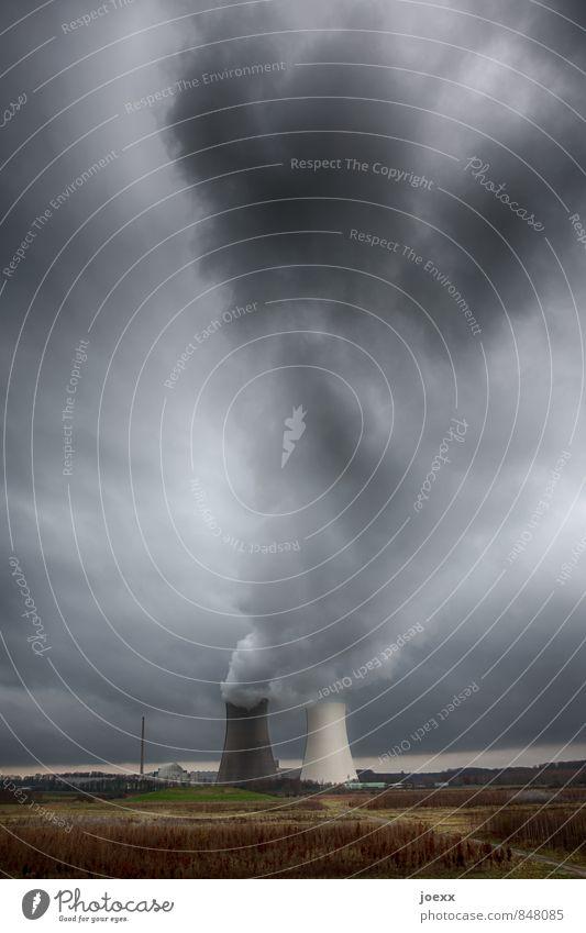 Dampfmaschine Energiewirtschaft Kernkraftwerk Kühlturm Luft Himmel Wolken schlechtes Wetter Feld Rauchen hässlich retro braun grau grün Angst Endzeitstimmung