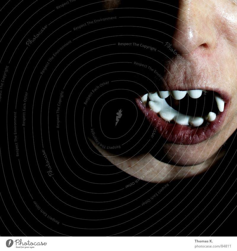 Frau Wolf Fehlstellung Zahnarzt dunkel Zombie Licht gruselig untot Gesicht Zahnschmelz obskur caries Karneval Mund Maske Nase grau Bodenbelag dritte Zähne