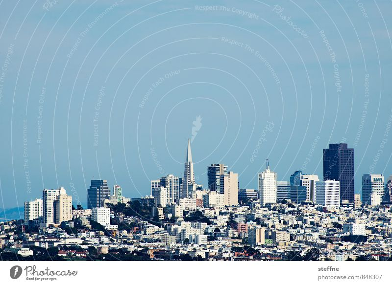 Downtown San Francisco Wolkenloser Himmel Schönes Wetter Hügel USA Stadt Stadtzentrum Skyline bevölkert Hochhaus Außenaufnahme Textfreiraum oben