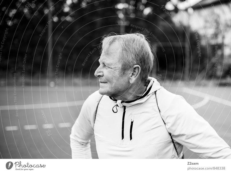 Vorfreude Lifestyle Gesundheit Ferien & Urlaub & Reisen maskulin Männlicher Senior Mann 60 und älter Sportplatz Sportbekleidung blond kurzhaarig Denken Fitness