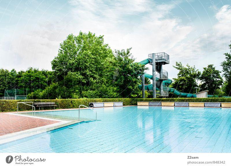 Saisonenede Fahrradfahren Wasser Himmel Wolken Sommer Baum Sträucher Architektur Schwimmbad Freibad Wasserrutsche einfach natürlich Sauberkeit blau grün türkis